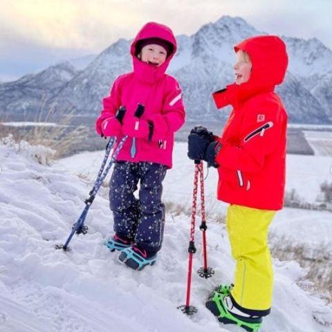 High Stream Gear Kids Trekking Poles In Snow